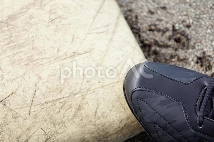 ベースを踏むスパイクの写真