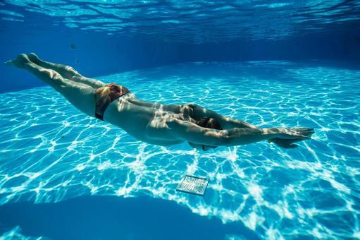 Underwater shooting swimming men 3