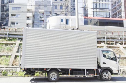 트럭과 나리타 익스프레스
