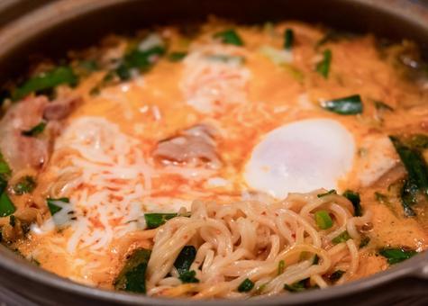 泡菜火鍋〆是拉麵