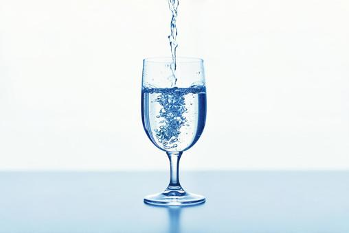 Pour water into the cup