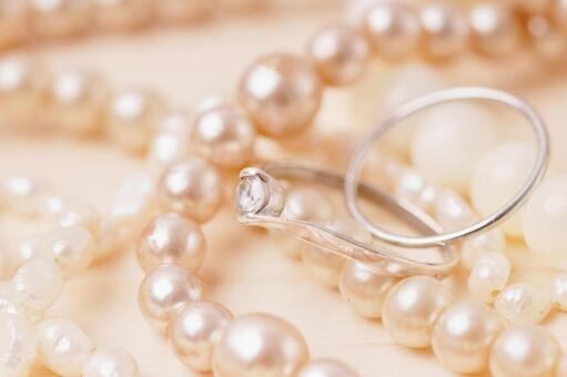 Pearl necklace and ring