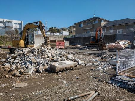 Heavy equipment at the dismantling site