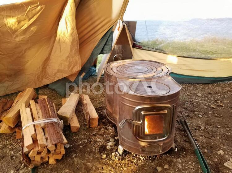 キャンプ 薪ストーブの写真