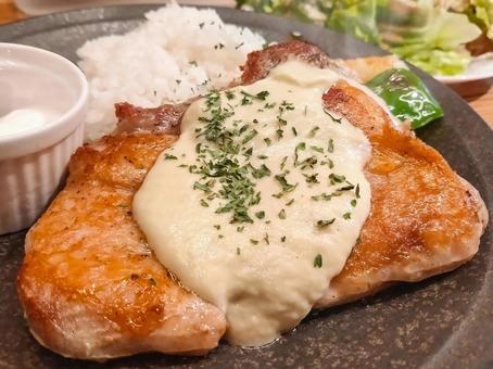 치킨 소테 크림 소스