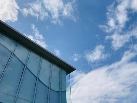 藍天和玻璃牆建築房地產