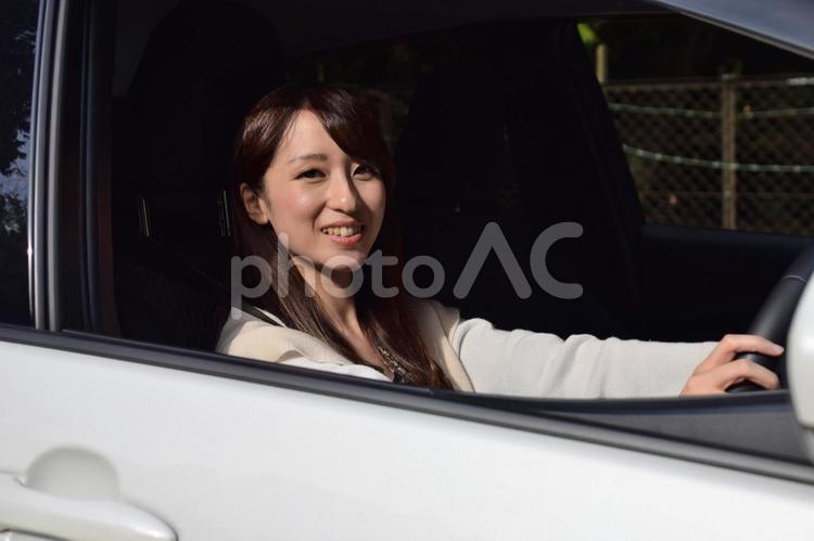 可愛い彼女とドライブデートの写真