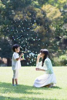 Mother and child 33 soap bubble 3