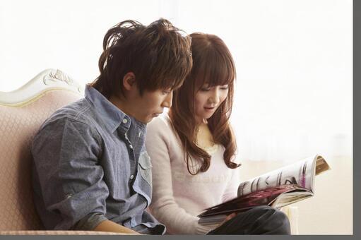 Couple seeing magazines 8
