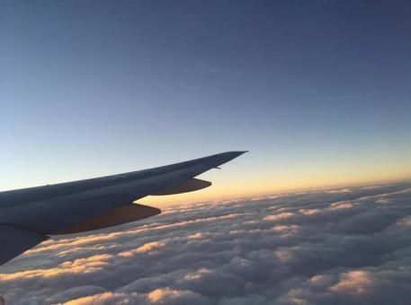 비행기의 날개와 하늘