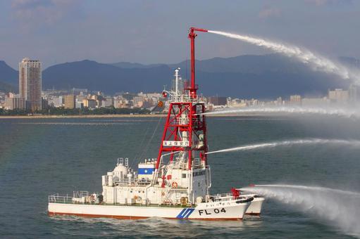해상 보안청의 소방 선박 FL04 해류