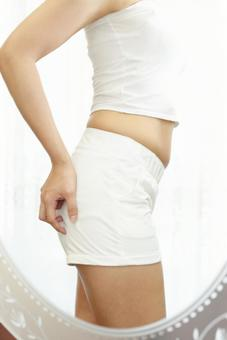 Female diet image that cares about subcutaneous fat