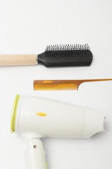 Comb with hair dryer, brush