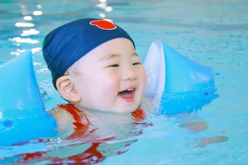 Baby swimming 2