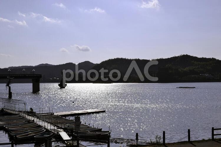 高滝湖、貸しボート停泊所の写真