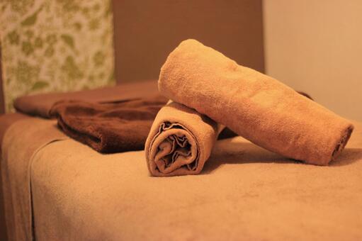 Aromatherapy salon treatment bed