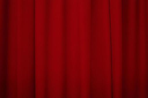 窗帘绯红色