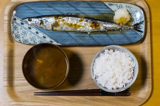 Salt-grilled set meal of autumn sword fish