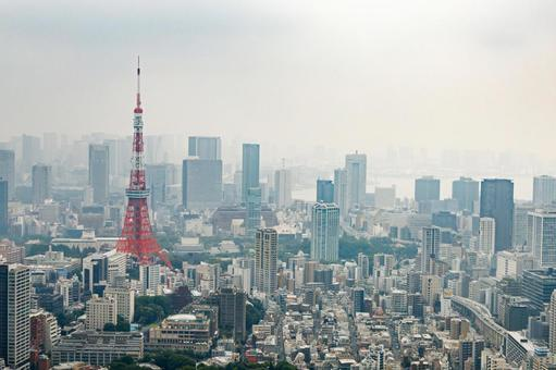 Tokyo Tower seen from Roppongi Hills