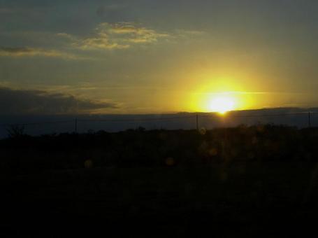 感覺是個人自由,因為據說是日出或日落