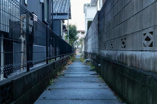 Narrow alley behind the alley