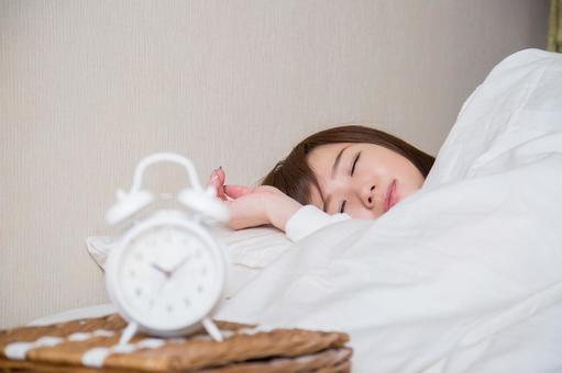 Sleeping woman (focus on woman)