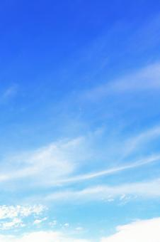 Background of the sky with clouds gently flowing in the blue sky