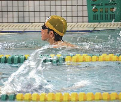 Swimming practice (horizontal) (after image quality correction)