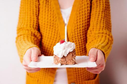 I hand over the cake 1