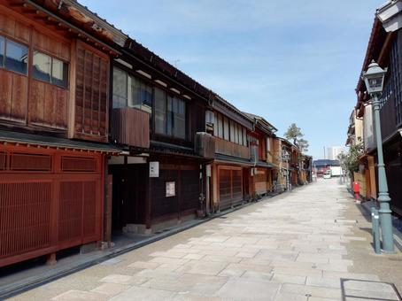 가나자와로 차야 가나자와의 거리 풍경