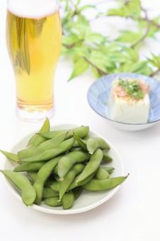 Boiled edamame, chill and beer and beer 12
