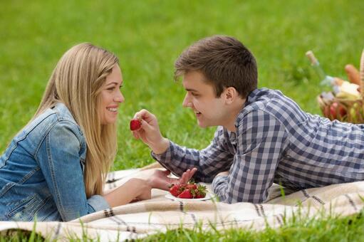 男友吃草莓說謊