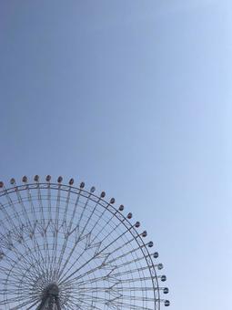 観覧車と青空