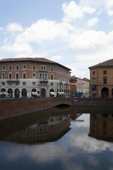 Portico Channel 2 of Italy · Bologna