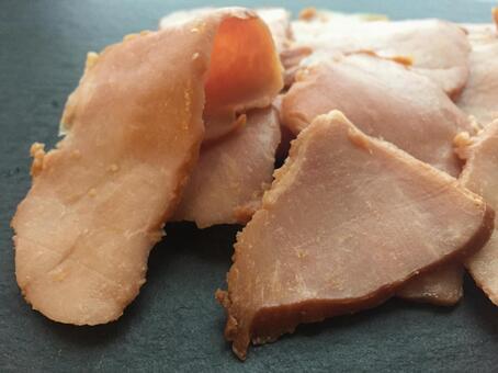 구운 돼지 고기 잘라