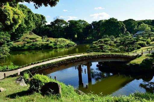 6 월 梅雨晴れ 맑고 정원 연못의 다리