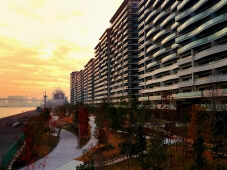 Tokyo 2020 Olympic Village SEA VILLAGE (4 blocks) Yugure Harumi Pier and Rainbow Bridge distant view