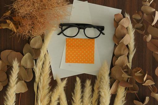 Glasses and letter set
