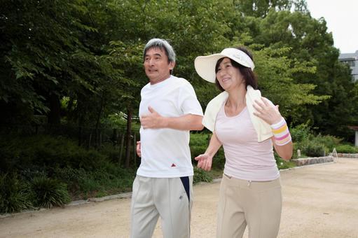 老年夫婦3慢跑