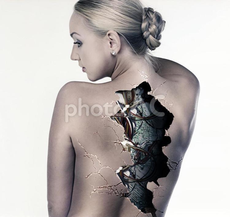 人造人間の女性の写真