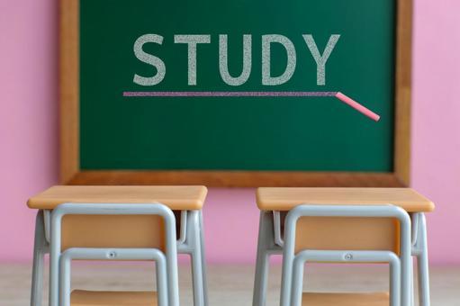 學習黑板上的字母