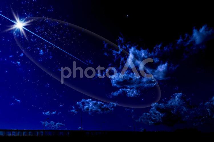 不思議な夜空の写真