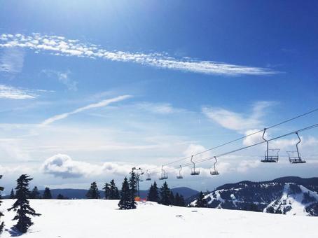 깨끗한 하늘과 설산