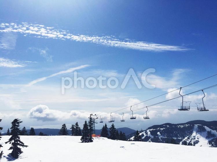 きれいな空と雪山の写真