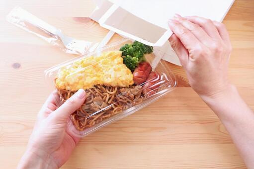 外賣炒麵午餐