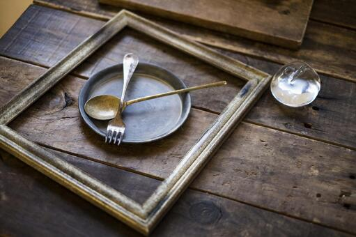 Scenery with picture frames and tableware