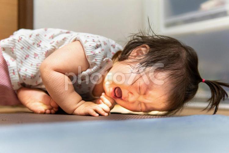 泣いて怒っている子供 フリー素材無料素材写真イメージの写真