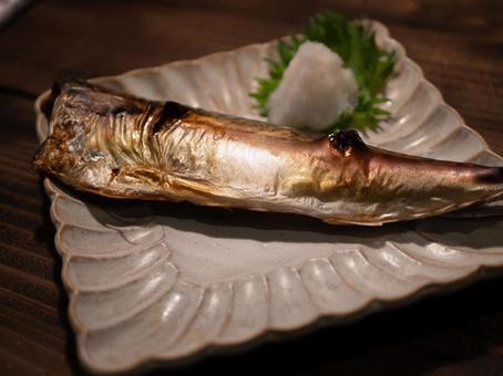Grilled mackerel with salt