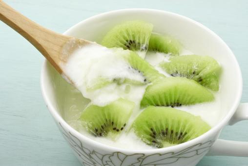 Kiwi · Yogurt