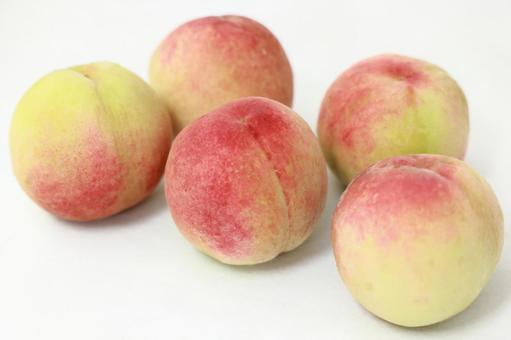 5 peaches
